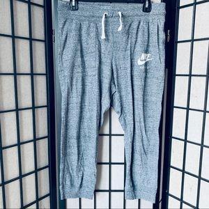 Nike sportswear gym vintage Capri pants sz M
